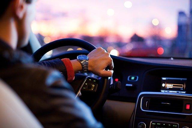 Czas na nowy samochód: oszczędź na kosztach miesięcznych